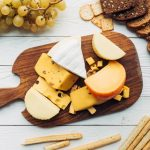 Сыр защищает кости мужчин от остеопороза